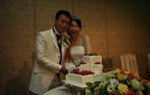 ケーキ入刀は、あまーいイチゴのフレッシュケーキで。