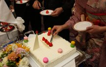 ケーキ入刀は、ゲストによるトッピングケーキで☆