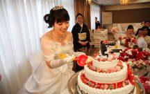 新郎様へた~ぷり愛情サイズのケーキを ww