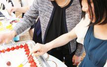 ケーキトッピング演出は、ゲストみんなも笑顔になる演出
